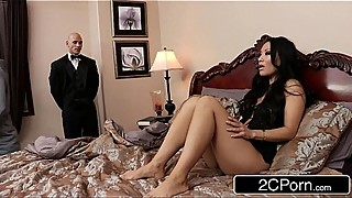 Sneaky Butler Makes His Master'_s Japanese Wife Asa Akira Squirt